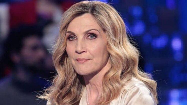 Lorella Cuccarini asfalta Maria Teresa Ruta