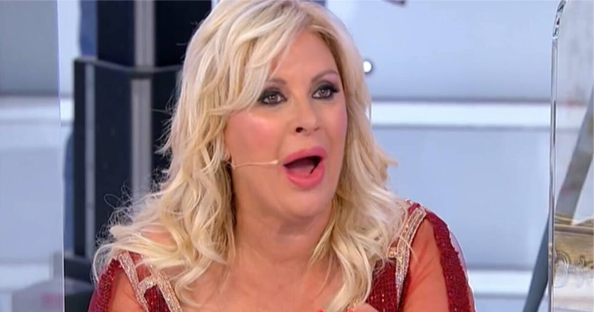 Tina Cipollari silurata da Mediaset?